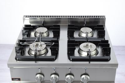 dettaglio-cucina-4-fuochi-gas-su-mobile-20GX7F4M-chefline